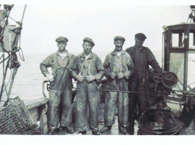 Märses, Erik, skräddarns Edor och Gustav ombord på fiskebåten Ideal